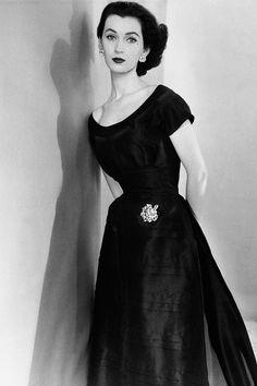 Dovima posing for the July 1952 issue of <em>Vogue.</em> By Horst P. Horst/Condé Nast/Getty Images.