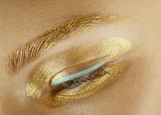 Golden Eyes: You Can SO Do a Version of This Dior Gilded Eye Makeup Tonight - Beautygeeks Runway Makeup, Dior Makeup, Gold Makeup, Beauty Makeup, Eye Makeup, Hair Beauty, Catwalk Makeup, Makeup Eyebrows, Christian Dior