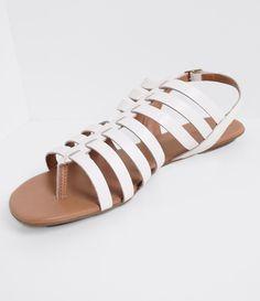 Sandália feminina  Modelo: gladiadora  Rasteira  Material: sintético  Com tiras  Marca: Satinato    Veja outras opções de    sandálias femininas.        Sobre a marca Satinato     A Satinato possui uma coleção de sapatos, bolsas e acessórios cheios de tendências de moda. 90% dos seus produtos são em couro. A principal característica dos Sapatos Santinato são o conforto, moda e qualidade! Com diferentes opções e estilos de sapatos, bolsas e acessórios. A Satinato também oferece para as…