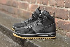 Nike Lunar Force 1 Duckboot from soleheaven Nike Boots Mens, Vans Boots, Nike Men, Shoe Boots, Black Nike Shoes, Black Nikes, White Shoes, Sneakers Looks, Sneakers Nike