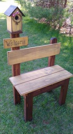 I Love this simple garden bench with a bird house. Scrap wood in various dimensions assembled to create this sturdy little bench topped off with a bird house. Placed in your garden makes for a perfect focal point. Diy Wood Projects, Outdoor Projects, Furniture Projects, Diy Furniture, Furniture Movers, Furniture Vintage, Recycled Furniture, Furniture Storage, Furniture Plans