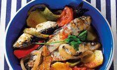 A sardinha numa receita inspirada no mar, nos dias quentes de Verão e nas festas populares. Pequena e boa como se quer, para um prato com um sabor em grande.