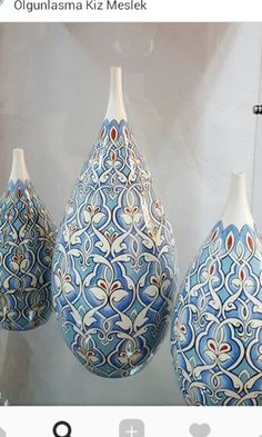 Blue Pottery, Ceramic Pottery, Pottery Painting, Ceramic Painting, Clock Art, Art And Craft Design, Turkish Tiles, Pottery Designs, China Painting
