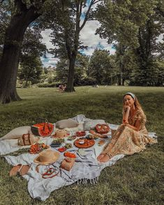 5 Of The Best Outdoor Activities To Do When You're Broke - UK day dinne 666 Best Picnic images Picnic Images, Picnic Pictures, Activities To Do, Outdoor Activities, Summer Activities, Comida Picnic, Picnic Photography, Night Photography, Wedding Photography