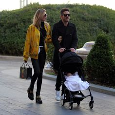 Carla Pereyra y Simeone, de paseo por Milán con su hija Francesca