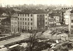 """Staré domy musely uvolnit místo pro """"moderní"""" paneláky."""