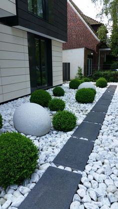 Rock garden - 70 beautiful farmhouse backyard decor ideas and design 42 Side Yard Landscaping, Courtyard Landscaping, Backyard Garden Design, Small Garden Design, Landscaping With Rocks, Modern Landscaping, Landscaping Ideas, Garden Art, Rock Garden Design