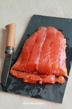 saumon fumé Salmon And Asparagus, Asparagus Recipe, Butter Salmon, Salmon Dinner, Baked Garlic, Famous Recipe, Salmon Recipes, Food Design, Summer Recipes