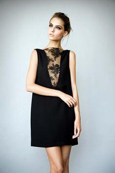 robe longue soiree de couleur noir et décolleté en dentelle noire