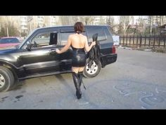 Dancing-Butts: Elena tanzt in Overknee-Stiefel und PVC-Kleid (dancing in...