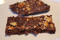 Paleo Almond Candy Bar - Healthy candy bars packed with creamy chocolate, sweet honey, and crunchy nuts #Healthy #Paleo #LowCarb #GlutenFree #Candy #Dessert #DairyFree