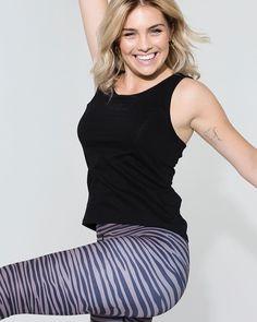 """Anne Buur studio på Instagram: """"Let's get moving 🤍 Move Top er lækker til al slags """"moving"""" 🤸🧘♀️💃🏃♀️ #annebuurstudio #yogi #yoga #yogafit #fitness #fitfamdk #thisisyoga…"""""""