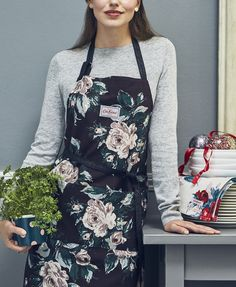 A brand new beautifully festive floral for Christmas 2017, say hello to Devonshire Rose! Find it great gifts, aprons, tea towels, cushions and candles