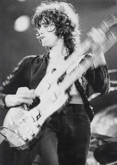 Does guitar playing get any SEXIER than this? I Think Not!!