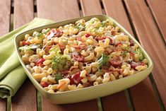 BLT Homestyle Macaroni Salad They like BLTs. They like macaroni salad. So it stands to reason this classic summer dish will be a hit at your house—no matter when you make it! Blt Macaroni Salad, Blt Pasta Salads, Bacon Pasta, Dinner Salads, Tuna Salad, Egg Salad, Pasta Dishes, Food Dishes, Side Dishes