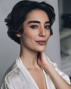 french beauty Secrets - 10 Natural Beauty Secrets of French Women Short Wavy Hair, Cute Hairstyles For Short Hair, Curly Hair Styles, Virtual Hairstyles, Teen Hairstyles, Brush Up Hairstyle Women, Girls With Short Hair, Pixie Wavy Hair, Women Short Hair
