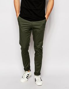 Buy ASOS DESIGN skinny chinos in dark khaki at ASOS. Get the latest trends with ASOS now. Olive Green Pants Outfit, Green Pants Men, Dark Green Jeans, Olive Pants, Dark Khaki, Chinos Men Outfit, Khaki Pants Outfit, Olive Chinos, Green Chinos