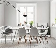 appartement te Stockholm, loop stand table HAY