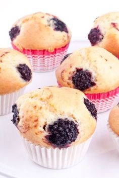 Blackberry Biscuit Muffins Are Taking Breakfast By Storm Blackberry Muffin, Recipe Roost, Beaux Desserts, Facebook Recipe, Biscuit Bread, Bread Rolls, Breakfast Dishes, Quick Bread, Coffee Cake