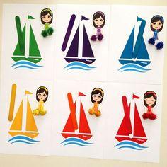 18ay sonrası çocuklara öneriyorum.Pia Polya Renkli Çubuklar ile Yelkenlileri Eşleştirme 6 adet A4 normal kağıda çikiş alınız. Sarı, turuncu kırmızı, yeşil, mavi va mor ahşap çubuklar ile eşleştiriniz. 18ay sonrası çocuklara öneriyorum.