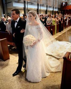 Gorgeous Lace Gown Monique Lhuillier Bride Miami from Chic Parisien - cpbride.com/blog