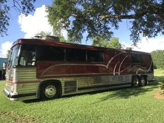 1983 MCI /9, Bus Conversions RV For Sale By Owner in Grand bay, Alabama   RVT.com - 332645 Bus Conversion For Sale, Used Bus, Rv Insurance, Cellular Shades, Rv For Sale, Queen Size, Alabama, Fresh Water, Conversation