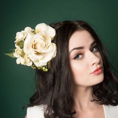 Are you interested in our Ivory floral fascinator? With our Bridal headpiece you need look no further.