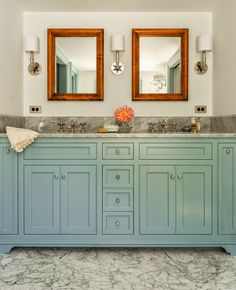 Bathroom inspiration House of Turquoise: Carpenter and MacNeille Grey Bathrooms, Beautiful Bathrooms, Small Bathroom, Master Bathroom, Bathroom Vintage, Light Bathroom, Italian Bathroom, Condo Bathroom, Bathroom Flooring
