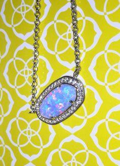Kendra Scott – Eloise Pendant Necklace in Ice Blue Kyocera Opal