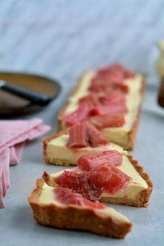 Tarta z puddingiem waniliowym i rabarbarem