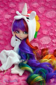Pullip with amazing rainbow hair :) My Little Pony Dolls, Unicorn Doll, Kawaii Doll, Kawaii Doodles, Cute Girl Wallpaper, Beautiful Barbie Dolls, Anime Dolls, Doll Repaint, Lol Dolls