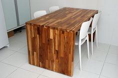 Mesa de cozinha em Madeira TECA