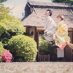 #魔女 以前の写真から。 和装だからってカチコチしなくても、、 って言って自由なロケーション前撮りをオススメしてますが さ、さすがにここまで出来る新郎新婦さんは、、 なかなかいないっ! 笑 #結婚写真 #花嫁 #プレ花嫁 #結婚 #結婚式 #結婚準備 #婚約 #カメラマン #プロポーズ #前撮り #ロケーション前撮り #写真家 #ブライダル #ウェディングドレス #ウェディングフォト #記念写真 #ウェディング #IGersJP #weddingphoto #wedding #instagramjapan #weddingphotography #instawedding #bridal #ig_wedding #bride #bumpdesign #バンプデザイン