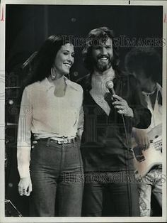 1975-press-photo-rita-coolidge-and-kris-kristofferson-in-smothers-brothers-show-4b086fff77313ae7c01762ac3a979b4c.jpg (300×400)
