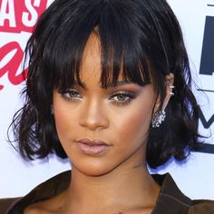 Rihanna Hairstyles Endearing 50 Best Rihanna Hairstyles  Rihanna Hairstyles Side Swept And