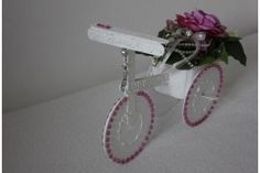 Written tutorial how to create little bike from CD´s and popsicle sticks.