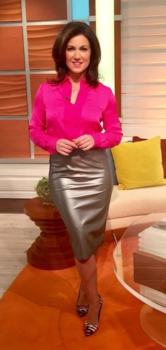"""""""It should be illegal to wear flat shoes with skirts. Sexy Outfits, Black Leather Pencil Skirt, Susanna Reid, Vinyl Clothing, Leather Dresses, Leather Skirts, Sexy Older Women, Sexy Women, Beautiful Blouses"""