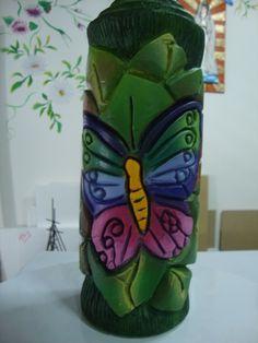 Vela Tallada en www.tremendaluna.com síguenos en nuestro facebook MimiLuna Decoupage, Diy Candles, Carved Candles, Candle Molds, Butterfly Crafts, Candle Making, Hand Carved, Carving, How To Make