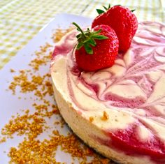 Strawberry Swirl Cheesecake-- I've decided to make this for the of July this year. Köstliche Desserts, Frozen Desserts, Delicious Desserts, Dessert Recipes, Yummy Food, Strawberry Swirl Cheesecake, Cheesecake Cake, Mexican Food Recipes, Sweet Recipes