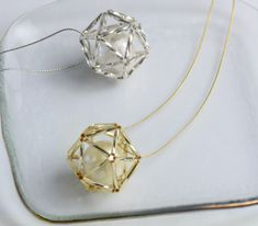 レシピメイン画像 Bead Jewellery, Bead Earrings, Charm Jewelry, Jewelry Crafts, Beaded Jewelry, Handmade Wire Jewelry, Craft Accessories, Geometric Necklace, Designer Earrings
