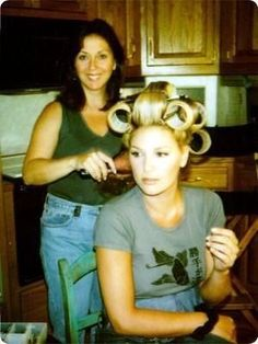 I wish my sister was a hairdresser, and would help me out in the morning.THIS IS DAISY FUENTES Big Hair Rollers, Sleep In Hair Rollers, Hot Rollers, Sandy Hair, 1960s Hair, Wet Set, Hair Setting, Roller Set, Very Long Hair