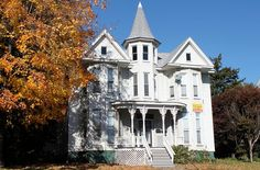 victorian houses Victorian Architecture, Classical Architecture, Architecture Details, Amazing Architecture, Victorian Photos, Victorian Houses, Victorian Farmhouse, Modern Victorian, Fancy Houses