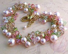 Rosa pulsera de perlas racimo encanto alambre envuelto