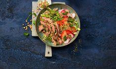La saveur intense du flank steak demande des accompagnements tout aussi puissants. Par ses ingrédients tels que le sarrasin, les radis et les asperges, ce bowl ravit les yeux autant que les papilles. Saveur, Buckwheat, Asparagus, Side Dishes, Recipes, Side Plates