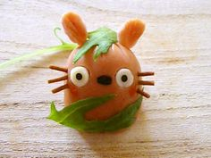 Totoro Sausage my son would love this! Totoro, Vegetable Animals, Cute Bento Boxes, Food Carving, Bento Recipes, Edible Arrangements, Cute Food, Funny Food, Fruit Art