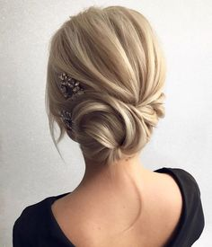 Looking for a perfect wedding hairstyle for your wedding day, these side twisted updo wedding hairstyle,braided with messy updo hairstyle ideas. Beautiful Wedding Updos For Any Bride Looking For A Unique Wedding Hairstyle, upstyle, messy updo hairstyles