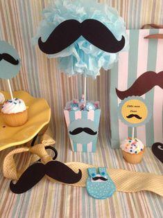 Centro de mesa con bigote para baby shower. #DecoracionBabyShower