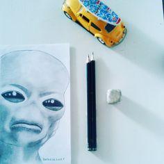 Etrapisco-Trabalho feito em escala de cinza, utilizando lápis 2B,4B e 6B.