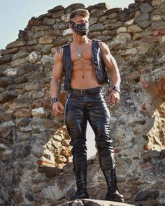 Sexy Men In Leather = PimpLeather Mens Leather Pants, Biker Leather, Hunks Men, Muscle Hunks, Hommes Sexy, Muscular Men, Athletic Men, Leather Fashion, Black Men