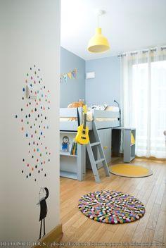 Création d'ambiance d'une chambre de petit garçon qui rentre en maternelle. Choix des couleurs, mobilier multifonctions, accessoirisation et optimisation de l'espace. Challenge : réunir un espace pour dormir, jouer et commencer à travailler. Le point de départ de l'ambiance : le jaune couleur préféré de l'enfant.